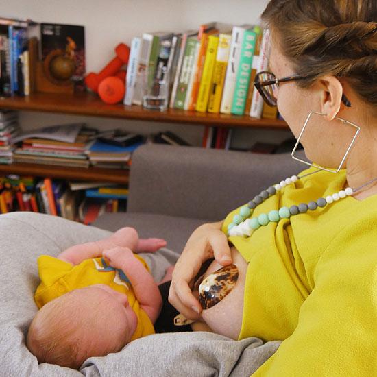 allaiter son bébé avec hina moon